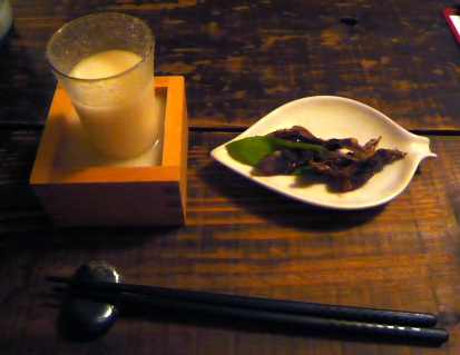 カッシーズバー:にごり酒と干しホタルイカ