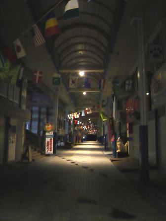 カッシーズバー:夜のユウグレナモール