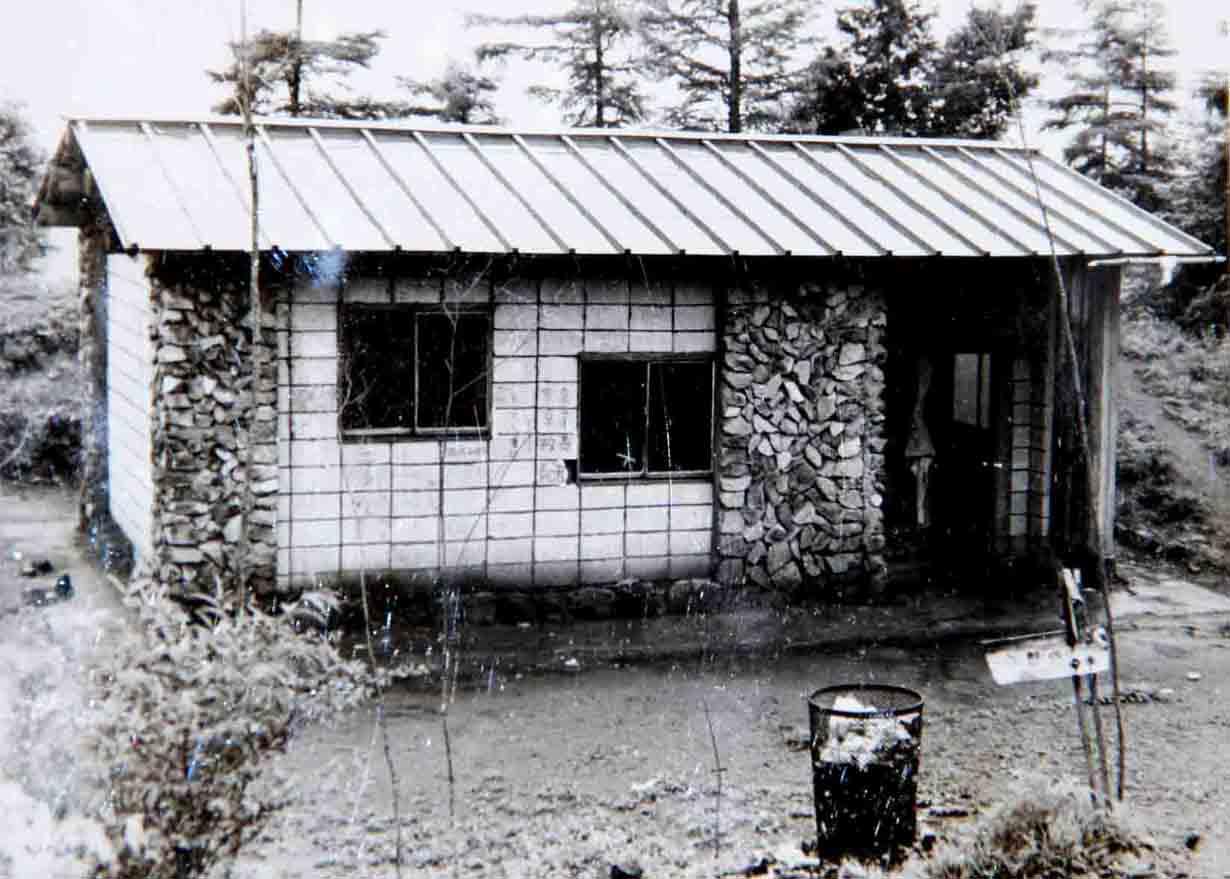 昔の鷹ノ巣避難小屋