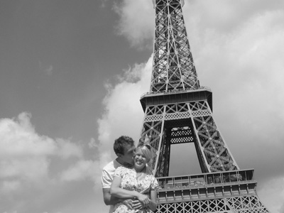 FR-Paris-Eiffel-Tower-Kiss_20120929202656.jpg