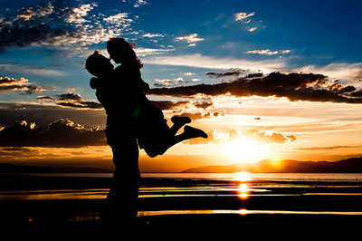 beach-couple-kiss-sunset-wa.jpg