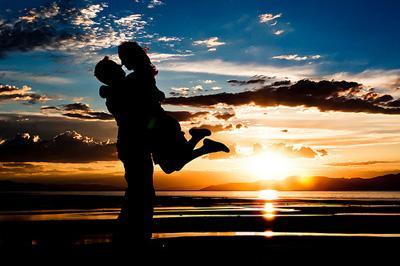 beach-couple-kiss-sunset-wa.jpg