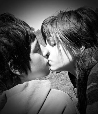 couple-cute-kiss-Favim_com-.jpg