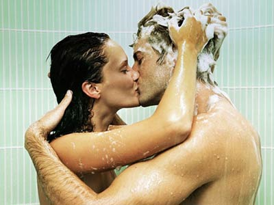 couple-shower-kissing-thesu.jpg
