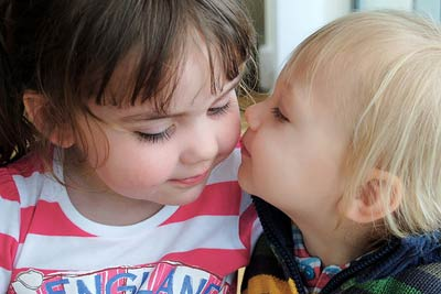 kids-kissing_20121206233643.jpg