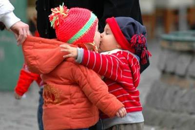 kids32-kiss.jpg