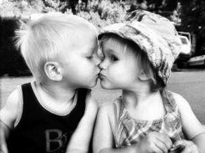 little_kids_kiss_xlarg.jpg