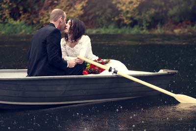 love-couple-cute-boat-kiss.jpg