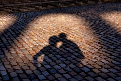 shadow-kiss-162004-530-354_.jpg