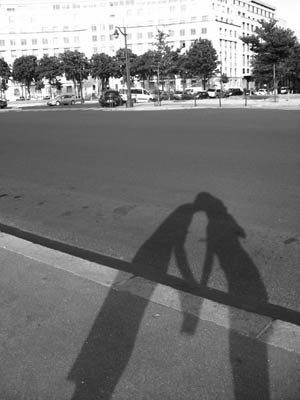 shadow-kiss-b-w600.jpg