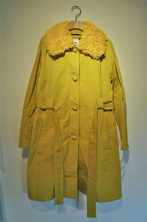 黄色コート