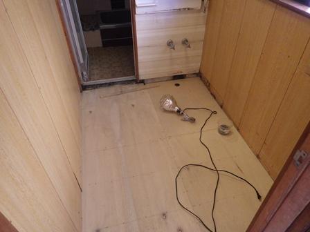 洗面所床下地組