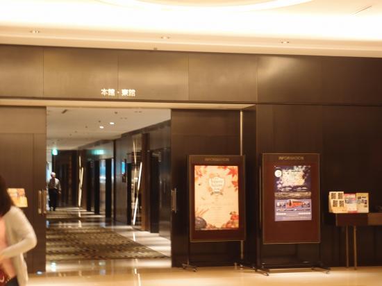 東館・本館への入口