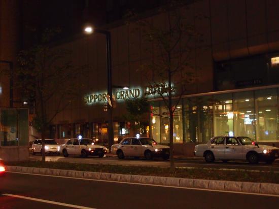 札幌グランドホテル夜の外観