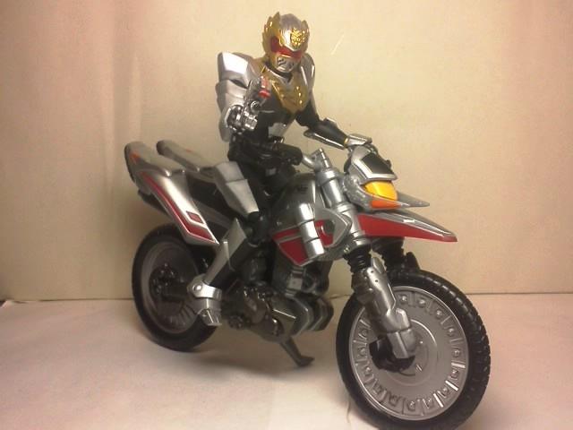 ゴセイナイトとオートバシン02