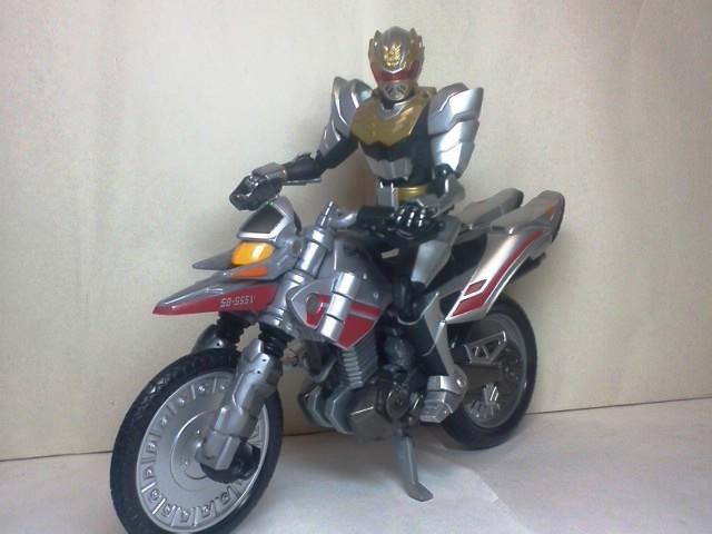 ゴセイナイトとオートバシン01