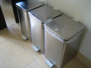 ゴミ箱3つ