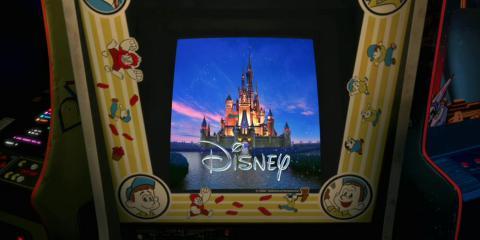 ロゴがゲーム機の画面にはまっている「Wreck-It Ralph」の予告編