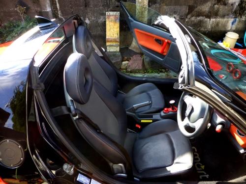 本革シートの運転席側