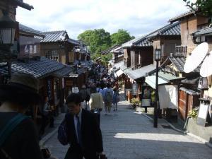 素敵な祇園の坂道・・・後で足にくる!!