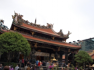 龍山寺本堂