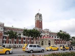 台湾総督府正面2013025