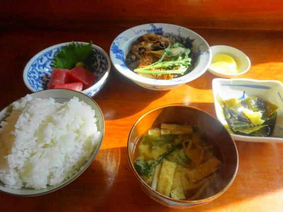 マグロぶつとすきやき豆腐の定食