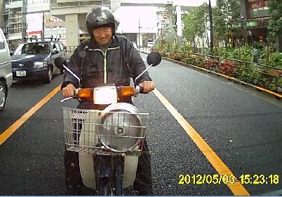 201205031523_不審者2