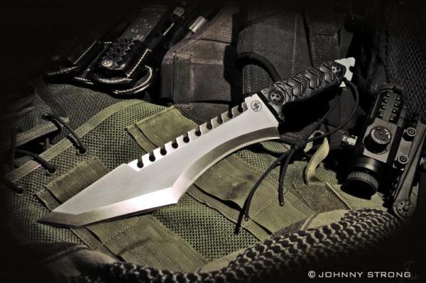 ジョニー・ストロング製作のカスタムナイフ1