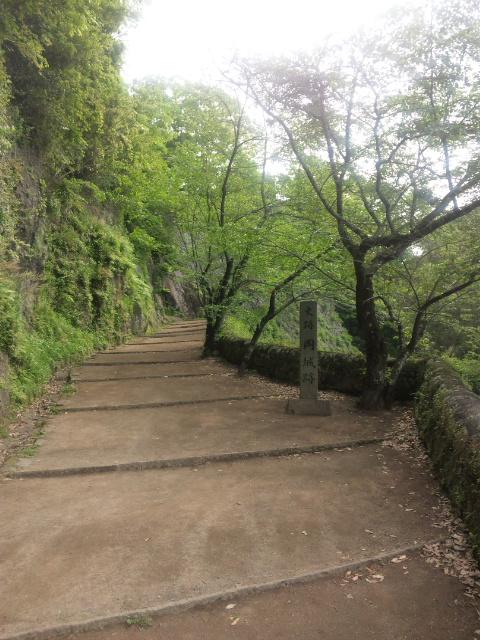 岡城登り口