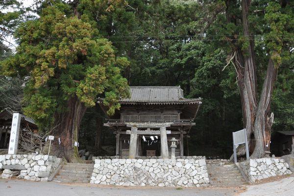 石鳥居と総門