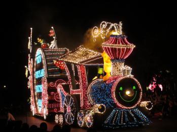 TDLエレクトリカルパレードの最初はミッキー