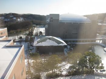 照心館の屋根の雪