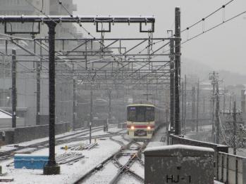 雪にもめげずの京王線