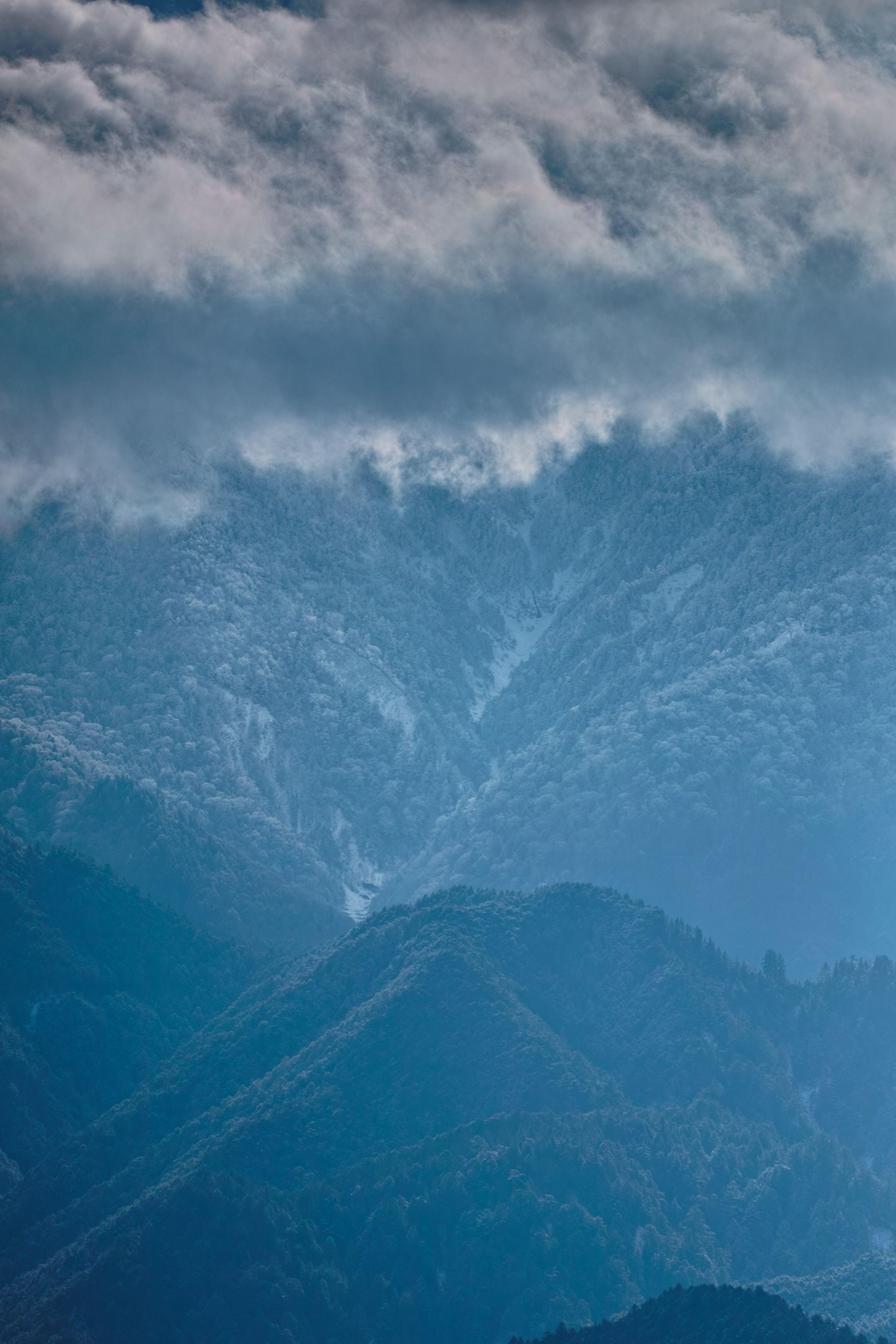 里山と雪雲と_compressed