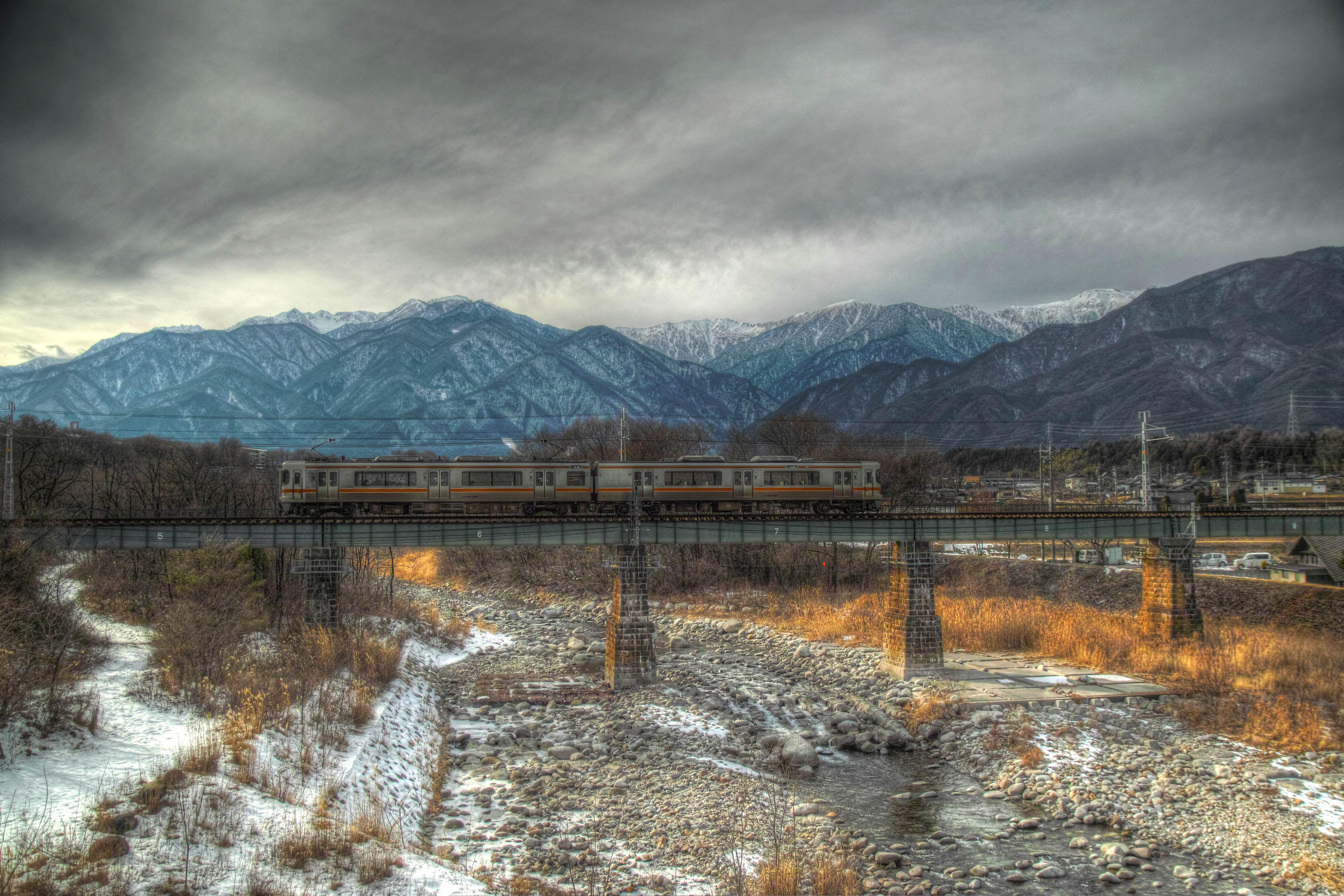 冬の中央アルプスと飯田線HDR_compressed