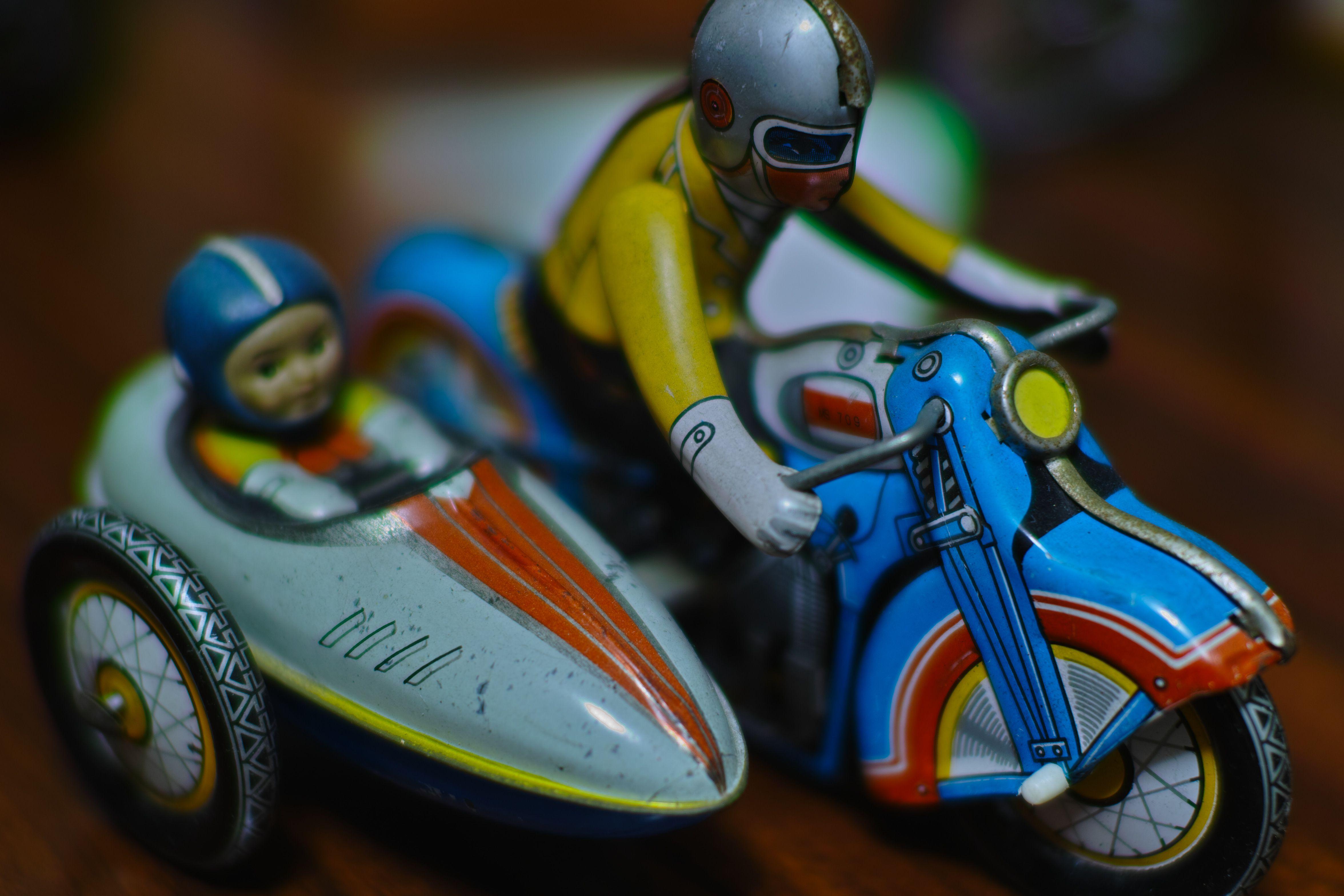 ブリキ玩具_compressed