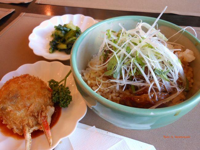 黒船亭 ステーキ丼とカニクリームコロッケ