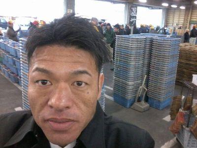 田辺中央青果市場の初セリを見学した谷口和樹