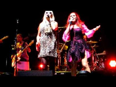 The_B-52's_Rome_02