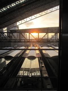 大阪駅の夕陽