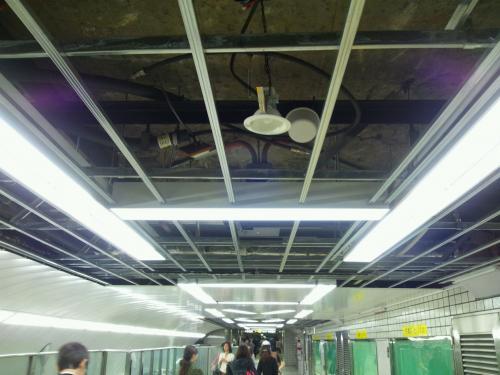 本町駅の蛍光灯