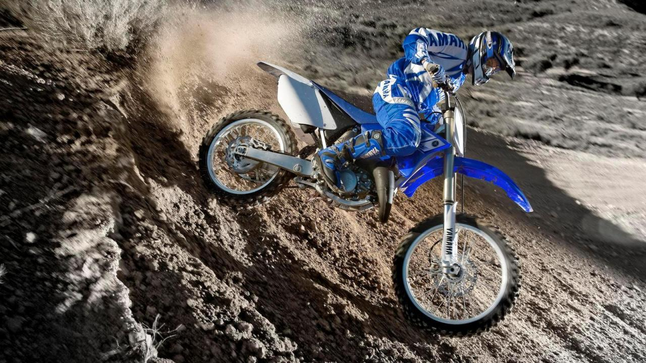 2013-Yamaha-YZ125-EU-Racing-Blue-Action-010_convert_20141201000319.jpg