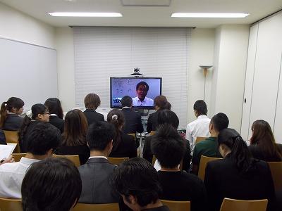 先生は東京、学生は福岡です