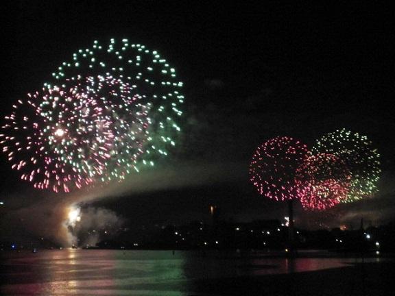 シドニー湾の花火