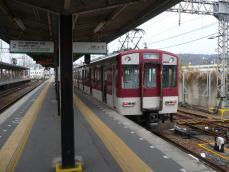 道明寺線のホームと車両