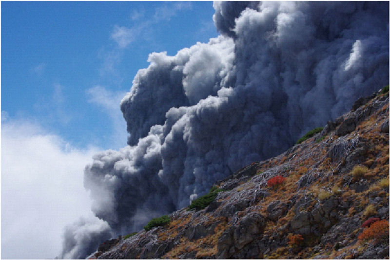 伊左治御岳噴火画像7 - コピー