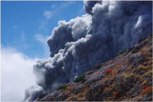 伊左治御岳噴火画像7