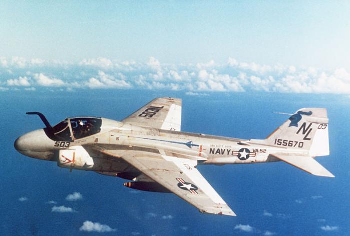 800px-A-6E_Intruder_VA-52.jpg