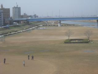 砂が舞う・・・
